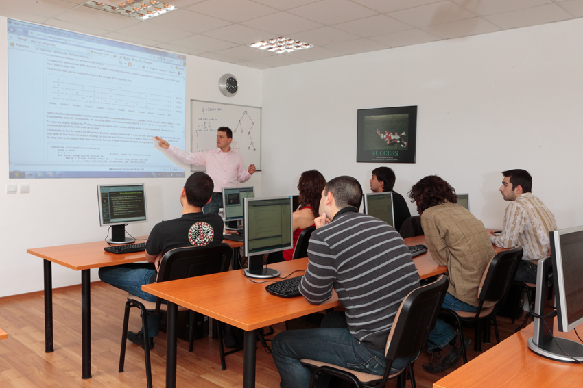 svetlin-nakov-teaching-students-in-telerik-academy-june-2010.jpg