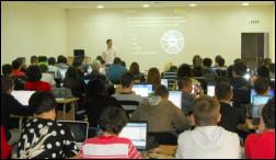 Наков води безплатни курсове по програмиране пред многобройна публика