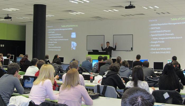 """Светлин Наков обяснява принципите на SEO - Академия на Телерик, зала """"Ентерпрайс"""", 21.11.2011 г."""